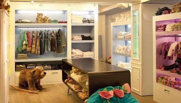 一般来说,开童装实体店大的流程为:选址,装修,进货,开业.