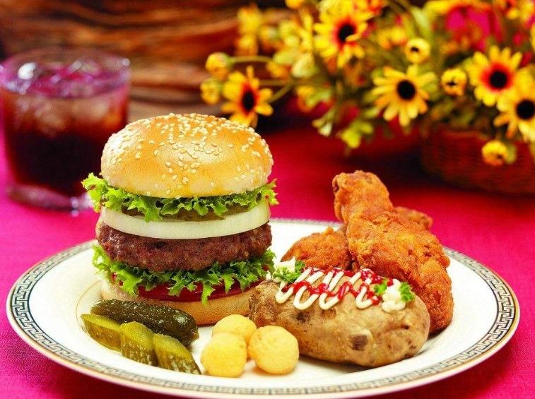9、肯迪乐汉堡   肯迪乐汉堡领衔快餐行业健康、可持续发展的潮流,在产品的品质和原料的生产加工上,都有着非常严格的标准,在多年的品牌沉淀下,已成为行业中的佼佼者。   10、塔客汉堡   塔客汉堡有获得专利的制作机器,一般加盟商只需要在专业的流程操作下,便可做出美味的汉堡、薯条等西式快餐。   至此,有关汉堡十大加盟品牌的介绍就到这里结束了,如果您正想加入到汉堡的行业中来,那不妨就从上方小编例举的几个品牌中选择一个适合自己发展的来加盟吧,相信该行业的巨大发展空间,会让您实现致富的梦想。