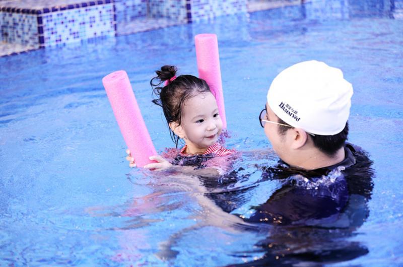 黛米與我親子游泳
