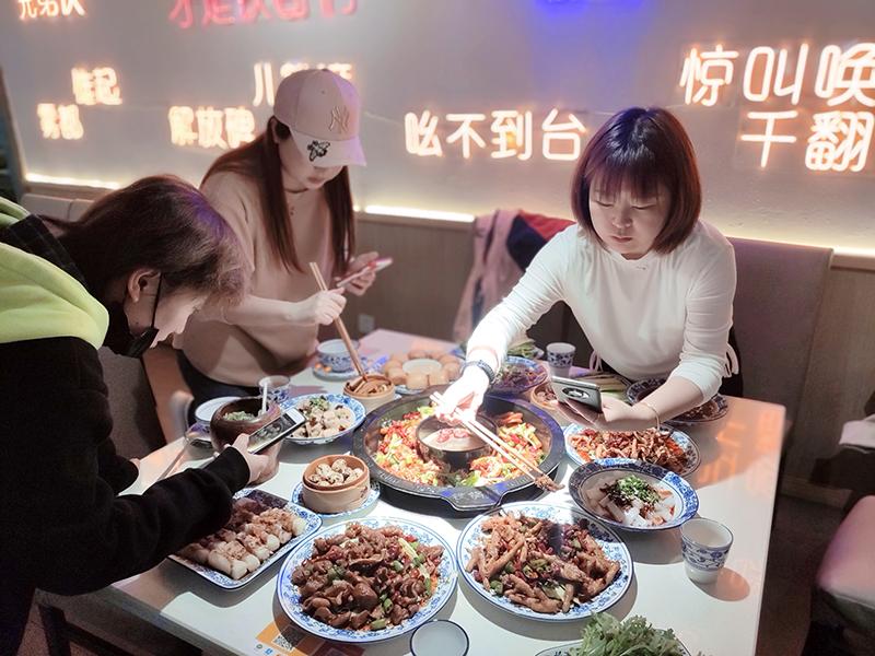 铁锅门香辣虾火锅加盟 门店展示